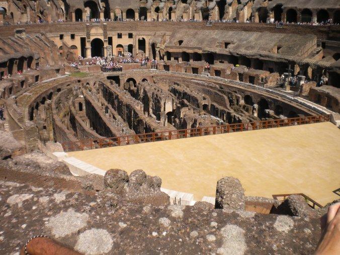 The Colosseum || Blog: Travel Far, Eat Well