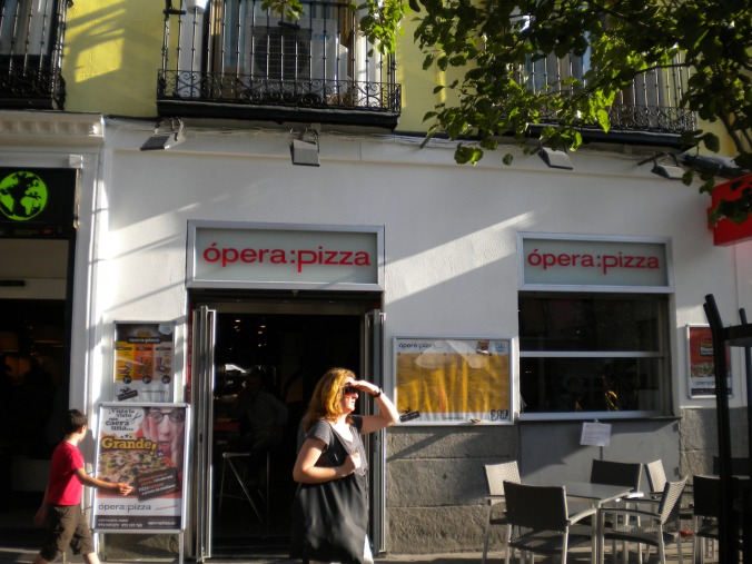 Ópera Pizza - Madrid || Travel Far, Eat Well