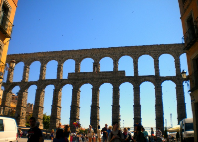 A Must-See in Segovia: Roman Aqueduct || Travel Far, Eat Well