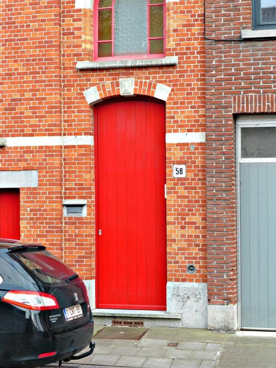 [Photo Essay] Red Doors of Bruges